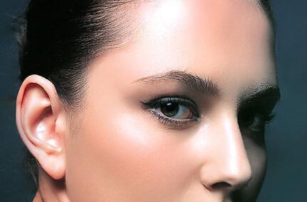 上海眼部抽脂的费用与哪些因素有关