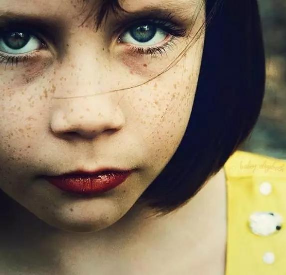 美国女人脸上跳跃的斑被美国男人称之为可爱,中国女人脸上的斑点