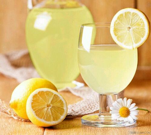 柠檬蜂蜜水真的能祛斑吗