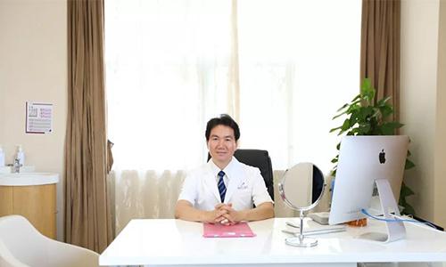 胸整形韩方院长白承燦坐诊上海美莱